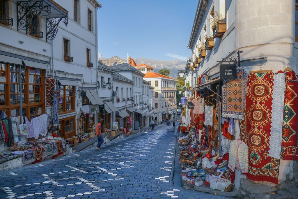 Албания и другие страны Европы