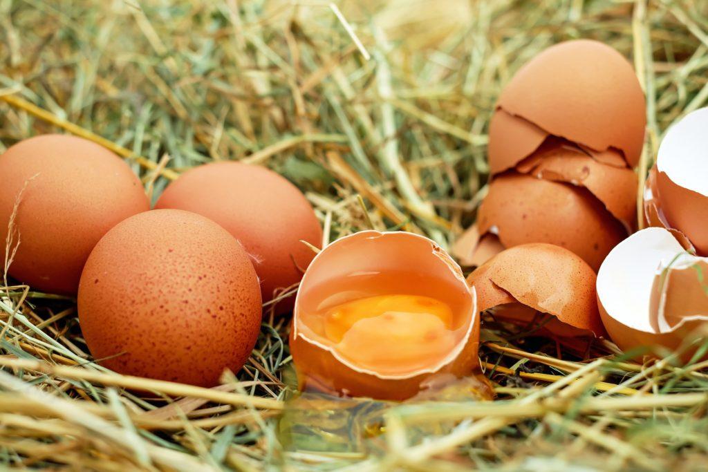 Куринные яйца-нелорогой завтрак всей семьи