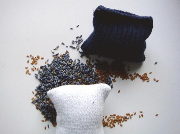 Маленькие подушечки для освежителя воздуха из старых тряпок